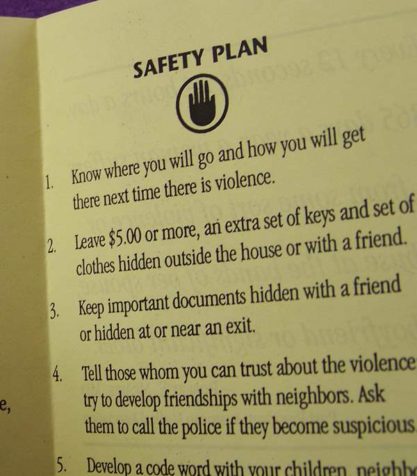 Safety plan pamphlet for leaving an abusive relationship.