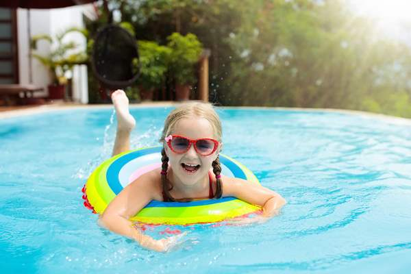 Young girl enjoying the pool during her child custody vacation time.